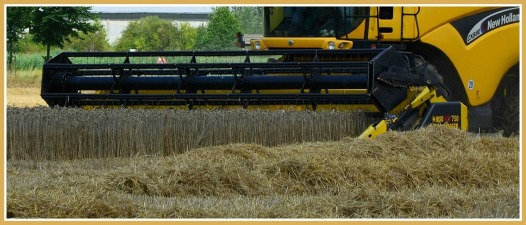 combine-harvester-1611203_1920